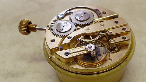 Strojek ze zlatých kapesních dvouplášťových hodinek