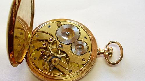 Opravuji všechny typy a druhy hodin mechanických, elektrických i elektronických.