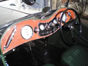 pohled na přístrojovou desku vozu